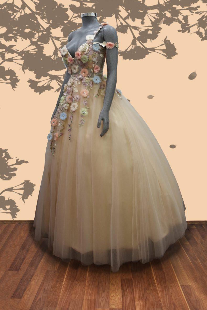 Renta de vestido de xv años Largo Mod. VQ31913 color beige