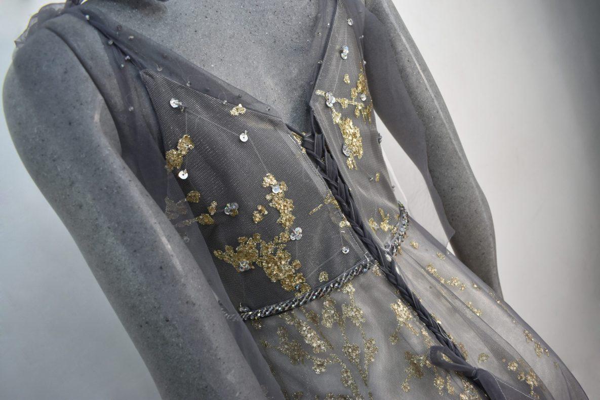 Renta de vestido de fiesta Largo Mod. VL205 color gris dorado
