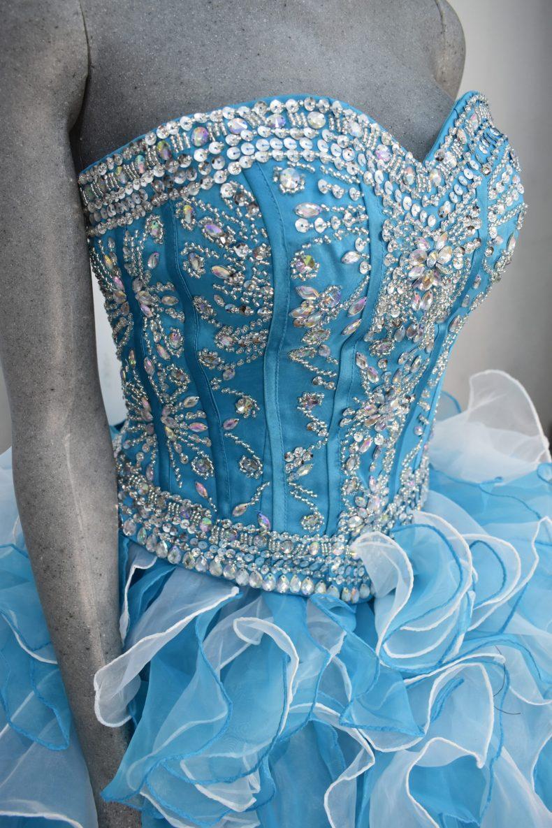 Renta de vestido de XV años Largo Mod. Vestido Mod. VQ17330 color azul