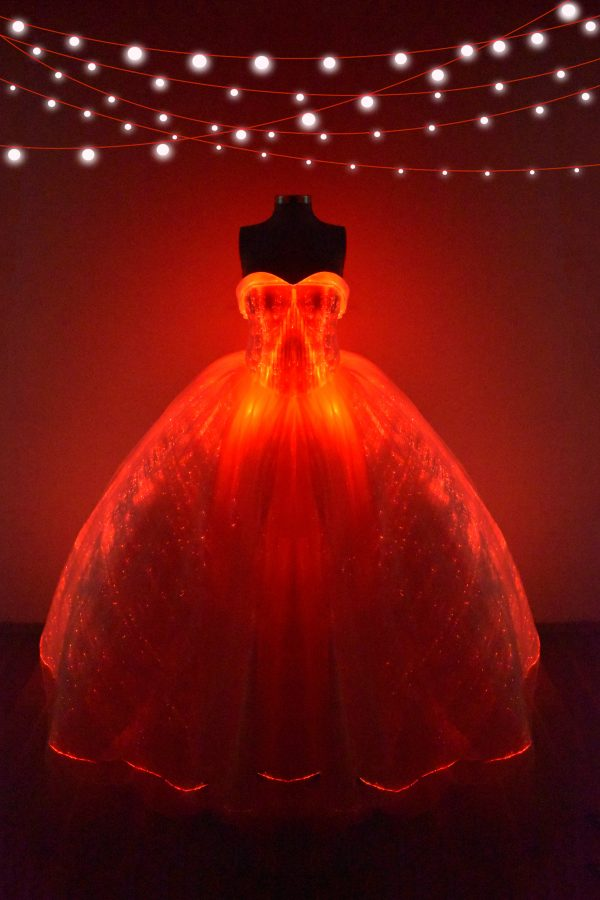 Renta de vestido de XV años Largo con luces led Mod. VQ8015 color blanco