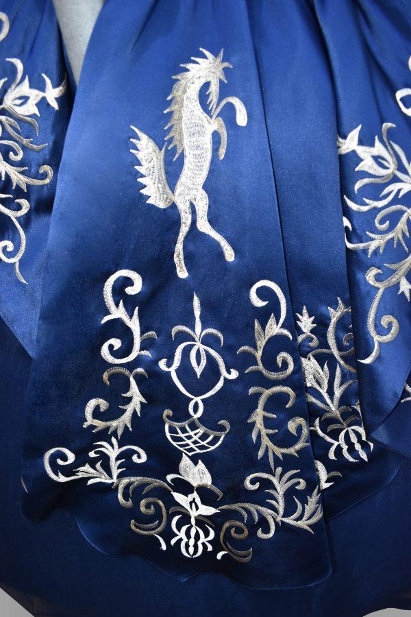 Renta de vestido de XV años Largo Típico mexicano Mod. VQ1215 color marino.