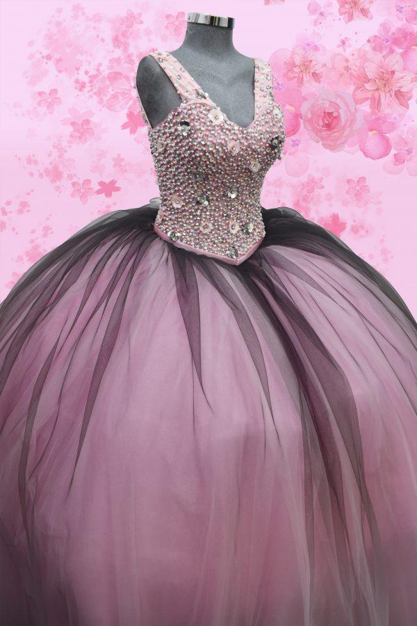 Renta de vestido de XV años Largo Mod. Vestido Mod. VQ1601 color rosa degradado con negro