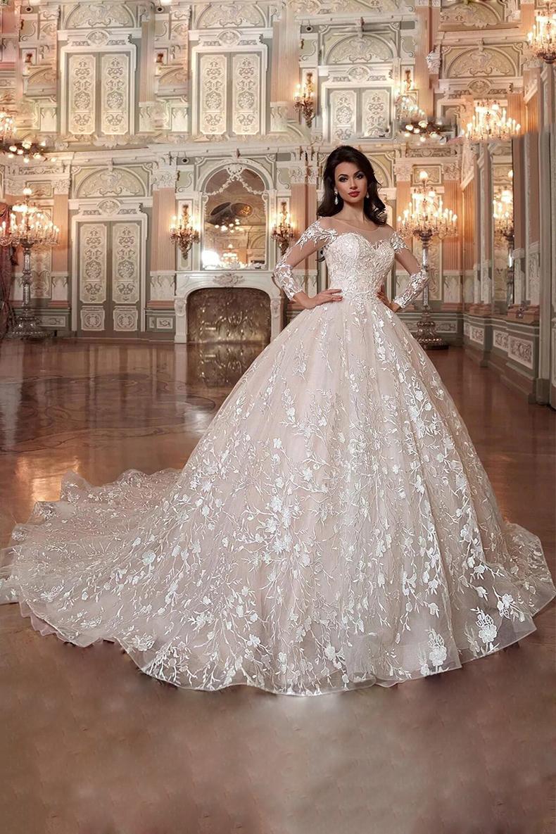Vestido de novia largo corte princesa y cola en tela